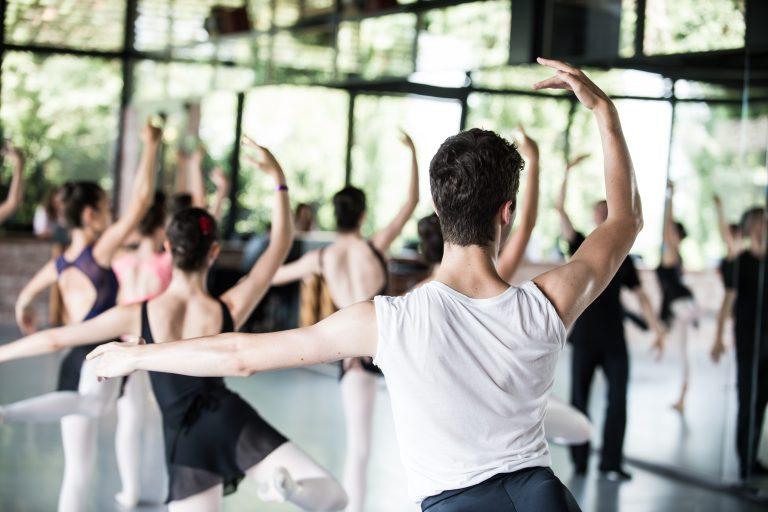 foto di ballerini di orsolina 28, la scuola di danza finanziata da fondazione denegri